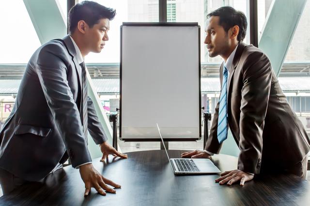 【会計士Xの裏帳簿】社労士VS行政書士 「就業規則」作成業務の対立が表面化