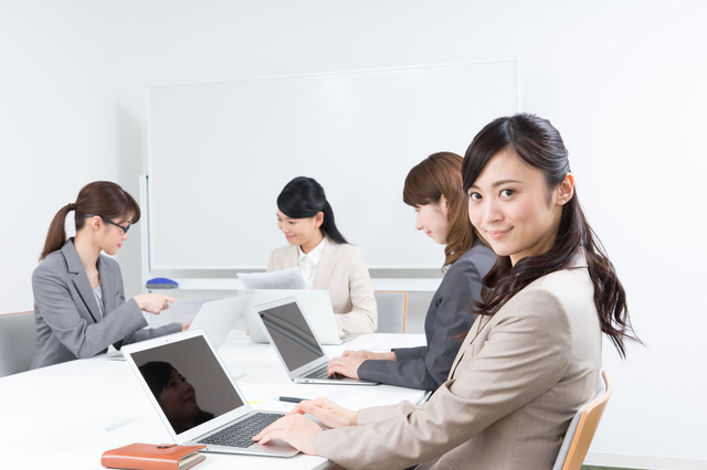 【税務スタッフの転職成功事例】SEから未経験で会計事務所に転職成功した20代・女性の事例